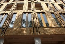 Edificio innovador de Cámara de la Madera en la región de Loire, Francia