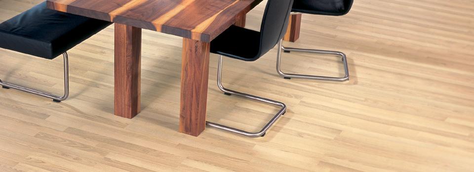 limpiar el piso de madera