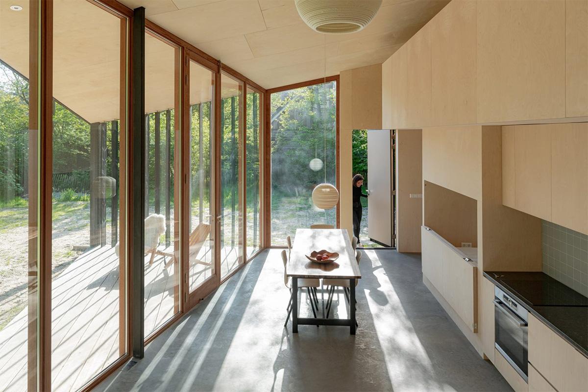 cabaña revestida de madera